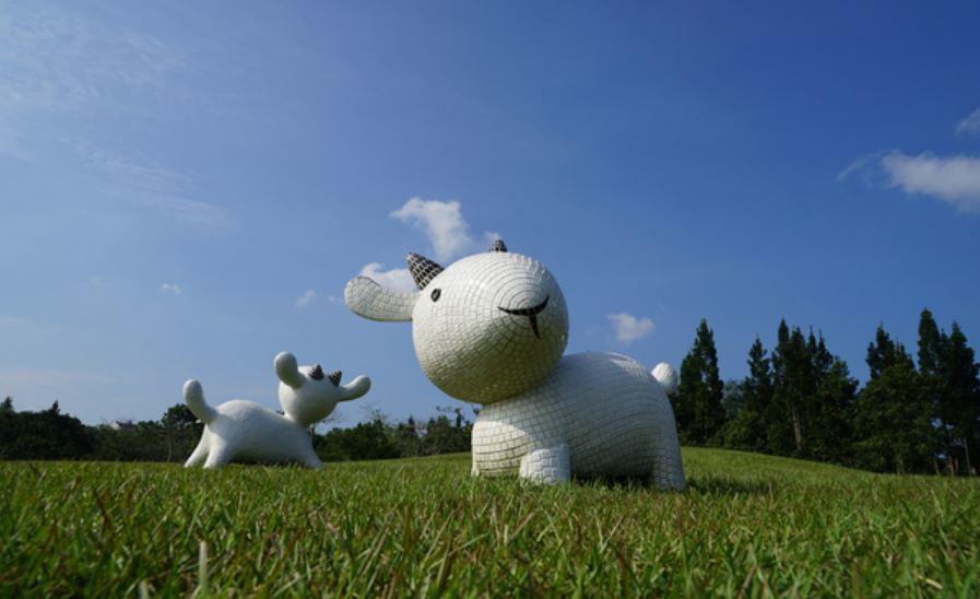 國立暨南國際大學前年草地上更進駐可愛小白羊,模樣俏皮討喜,成為遊客拍照的新興地標...