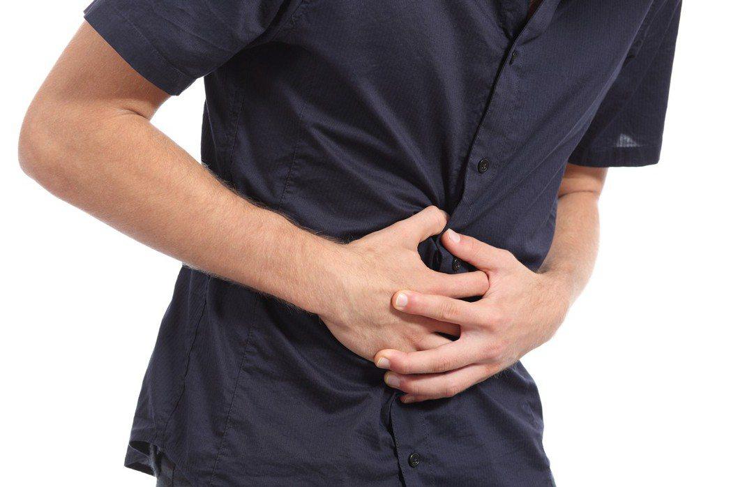 示意圖,非文中所提男子。一名37歲男子最近覺得上腹部漲漲的,吃不太下,就醫檢查結...