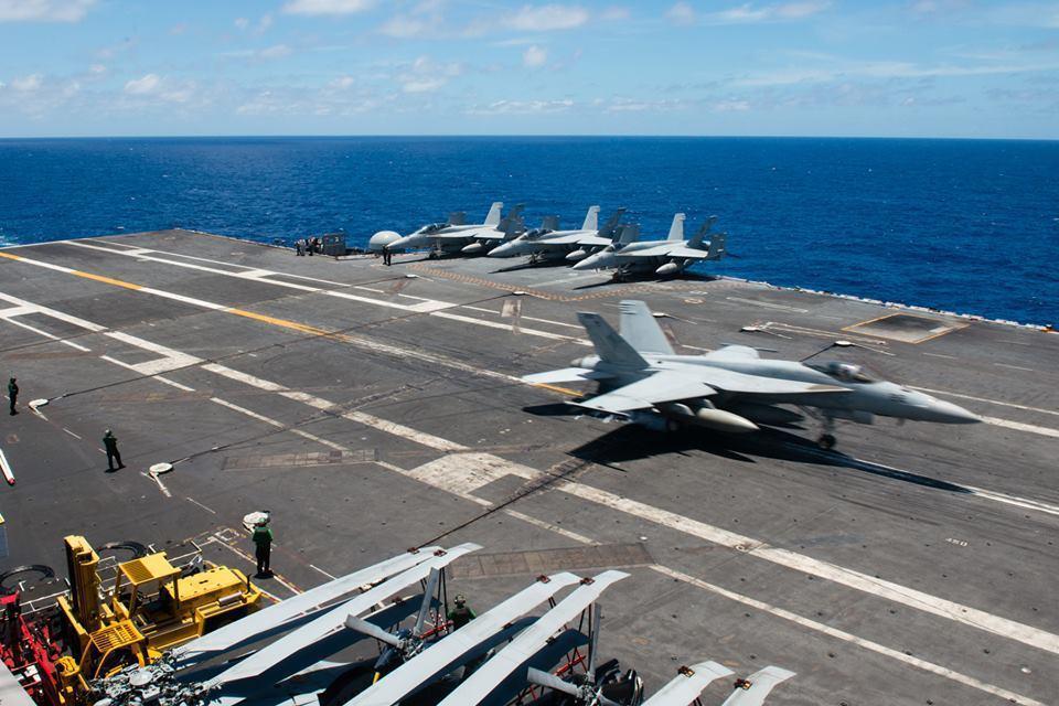F-18戰機降落在史坦尼斯號航艦上。 圖/取自史坦尼斯號臉書