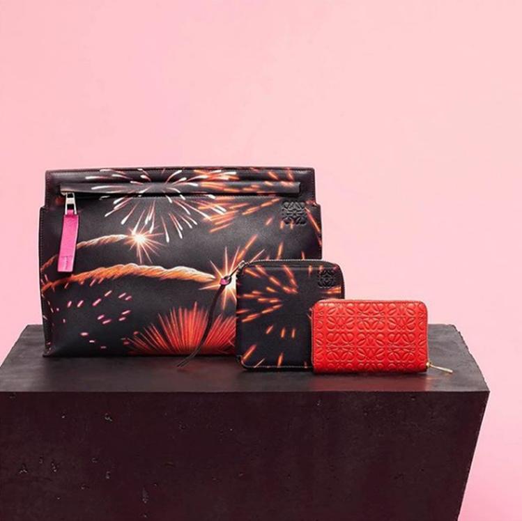 Fireworks煙花系列為慶祝農曆新年推出的限量商品。圖/LOEWE提供