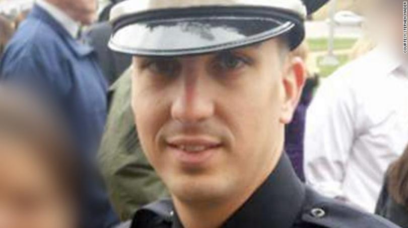拒向嫌犯开枪被革职,警员以516万和解。 美联社
