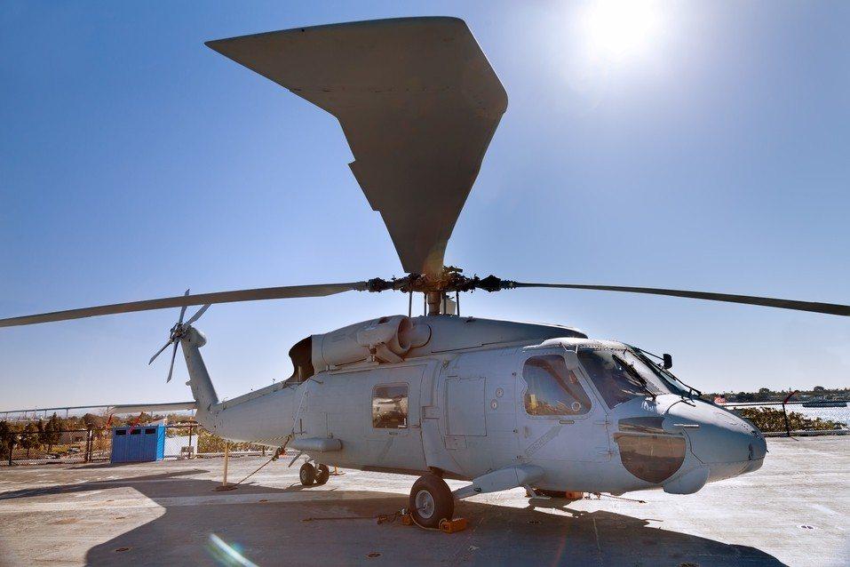 男子為了追求女子假扮三星將軍,租直升機降落在北卡羅來納州一家科技公司的園區內。 ...