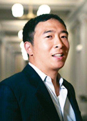 紐約時報報導,43歲的紐約企業家楊安澤 (Andrew Yang)正爭取成為20...
