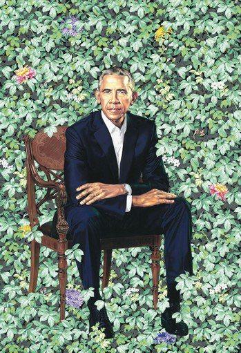 美國前總統歐巴馬夫婦12日在華府為他們的官方肖像主持揭幕式,非裔畫家韋利和薛拉德...