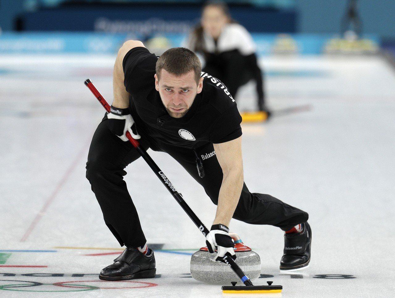 俄羅斯選手(奧運隊)奪下冰壺混雙金牌。 美聯社