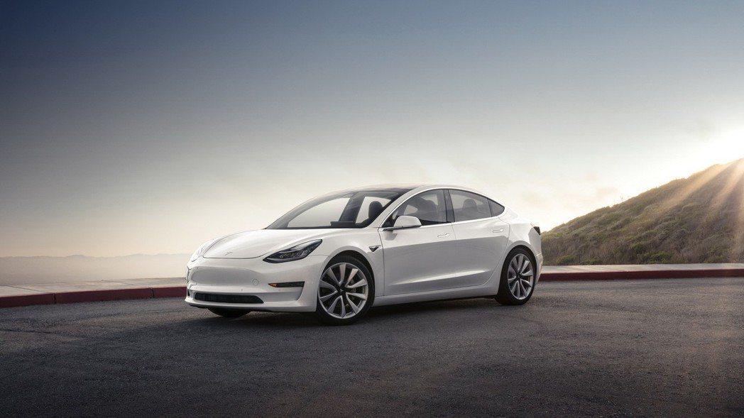 圖為 Tesla Model 3。 摘自 Tesla