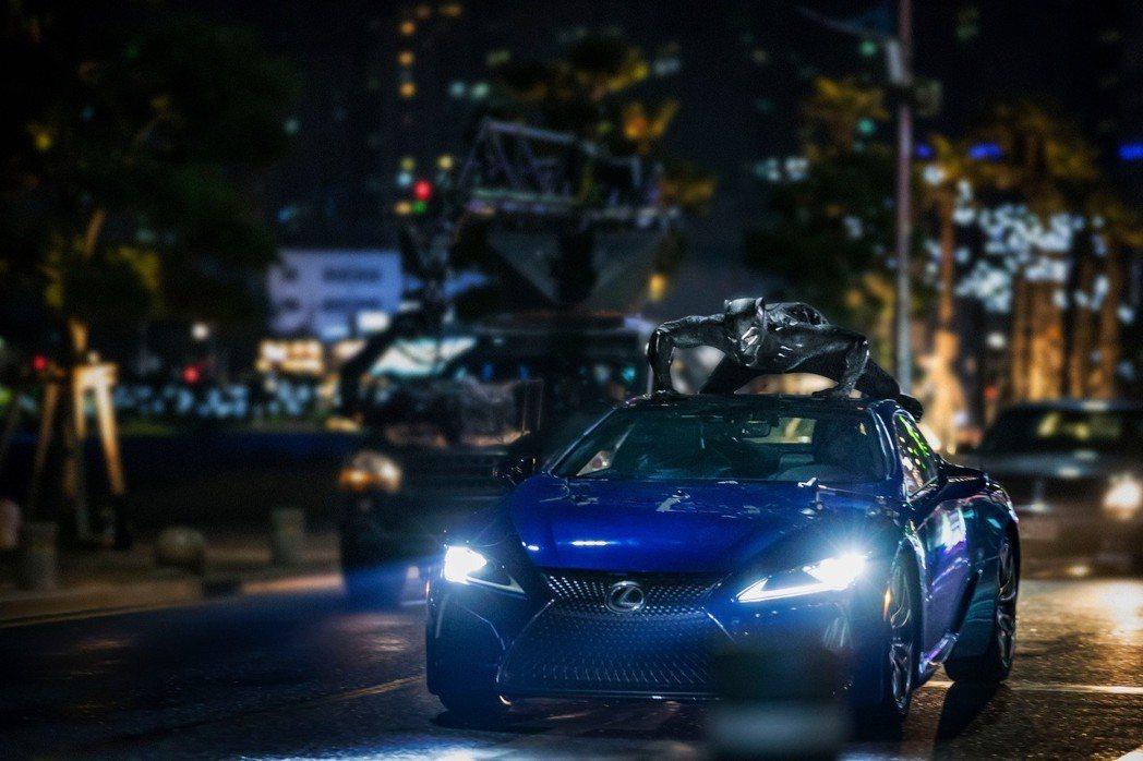 黑豹與LC跑車。 圖/USA LEXUS