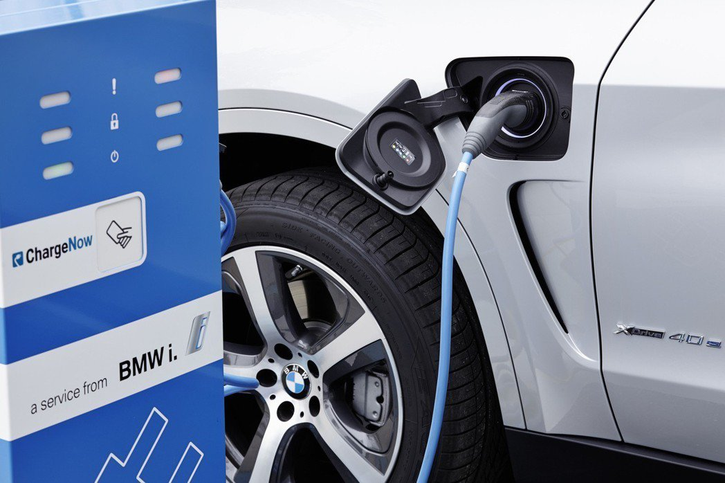 新世代X5將有可能搭載電動化系統。 摘自BMW