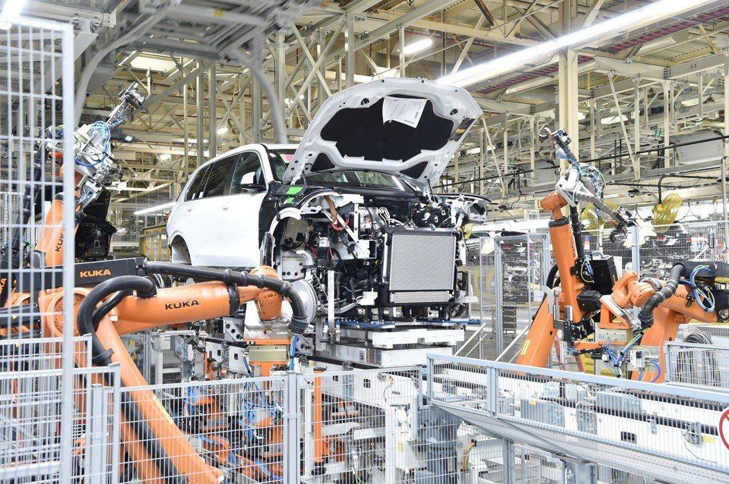 首部BMW X7準量產車,已於日前下線。 摘自BMW