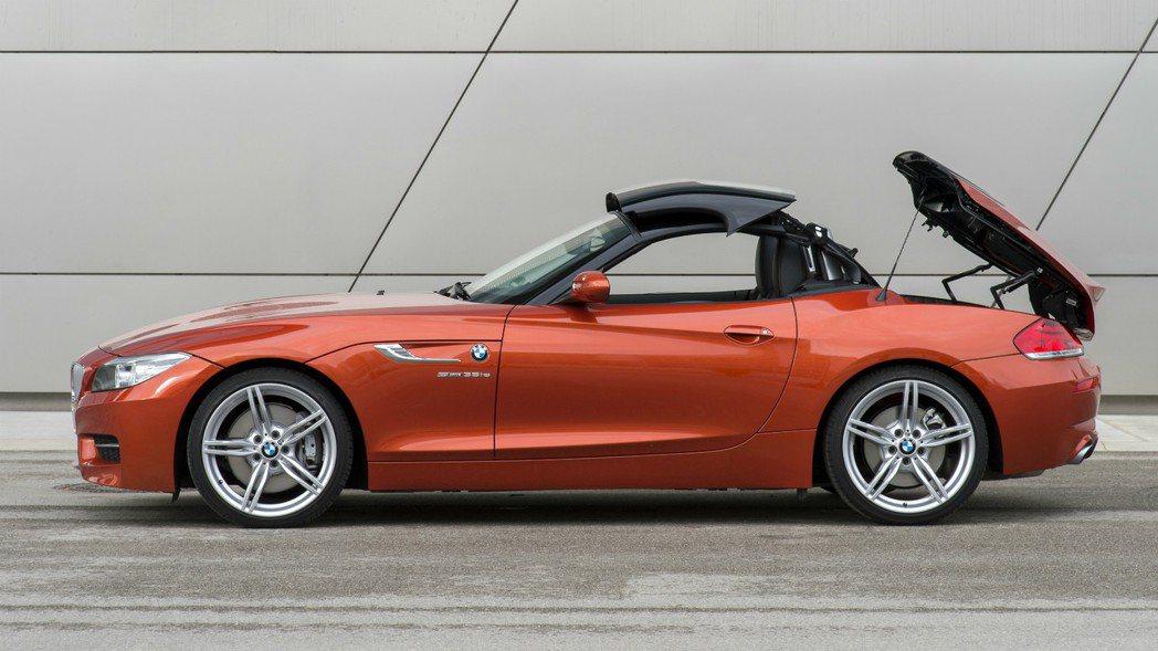 第二代的BMW Z4為硬頂敞篷設計,全新世代將會改為軟頂敞篷。 摘自BMW