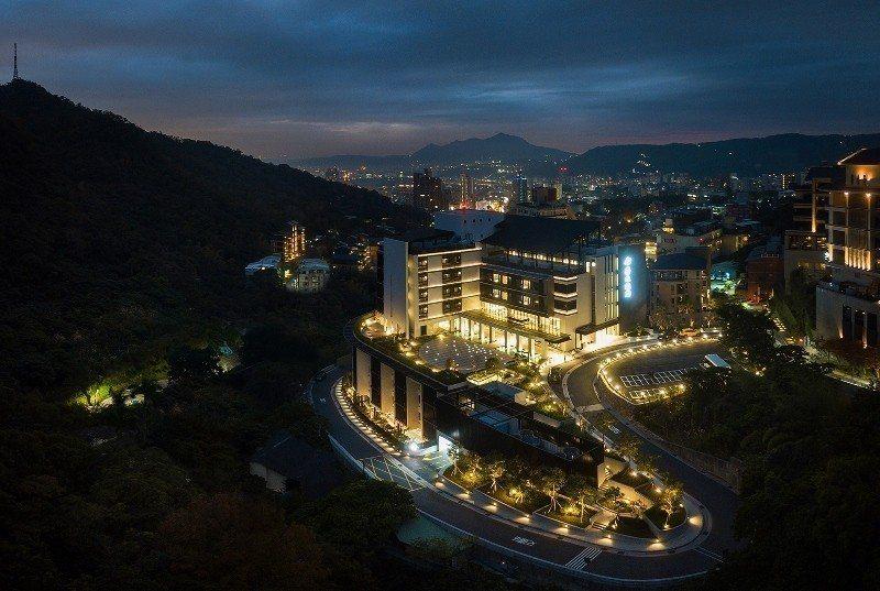 入夜後的北投亞太飯店全景。 業者/提供