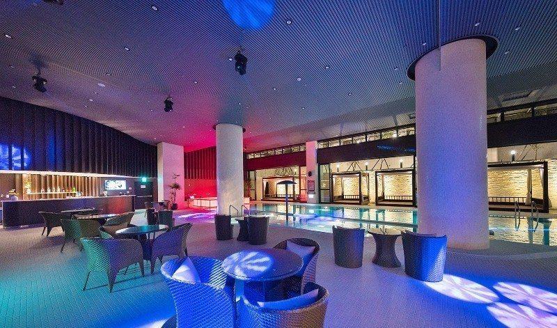 北投亞太飯店的池畔Lounge,空間寬敞,AMIGO流行樂團初一到初四晚間將有現...