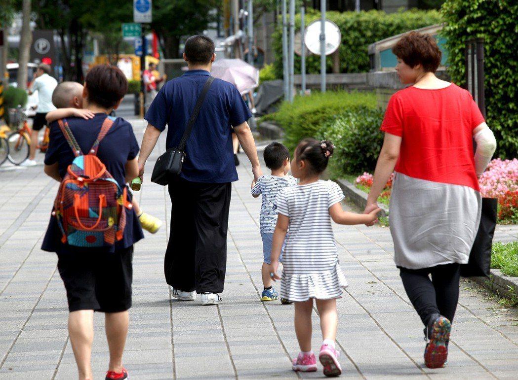 女性晚婚若沒趕上最後一班車,可能沒機會生小孩。 圖/聯合報系資料照片