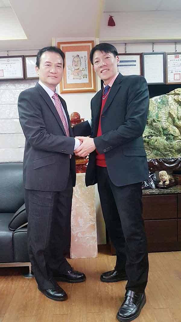 理財周刊發行人洪寶山(左)、退休金規劃師葉俊佑(右)
