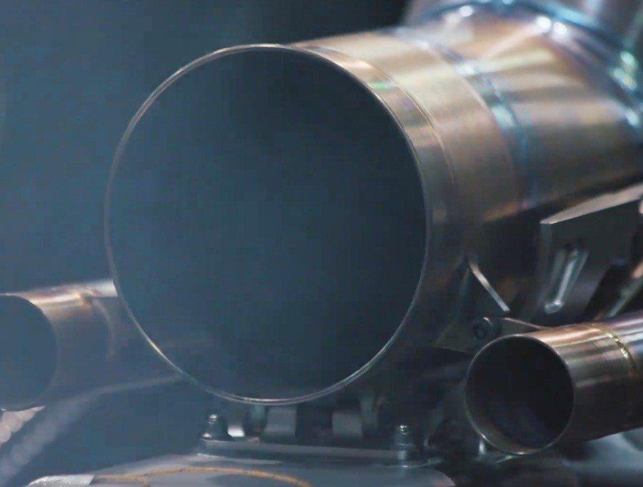 截自Mercedes-AMG影片