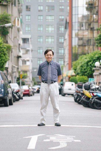 新光醫院教學研究部副主任、心臟內科主治醫師洪惠風,5年前罹患顏面神經麻痺,透過中...