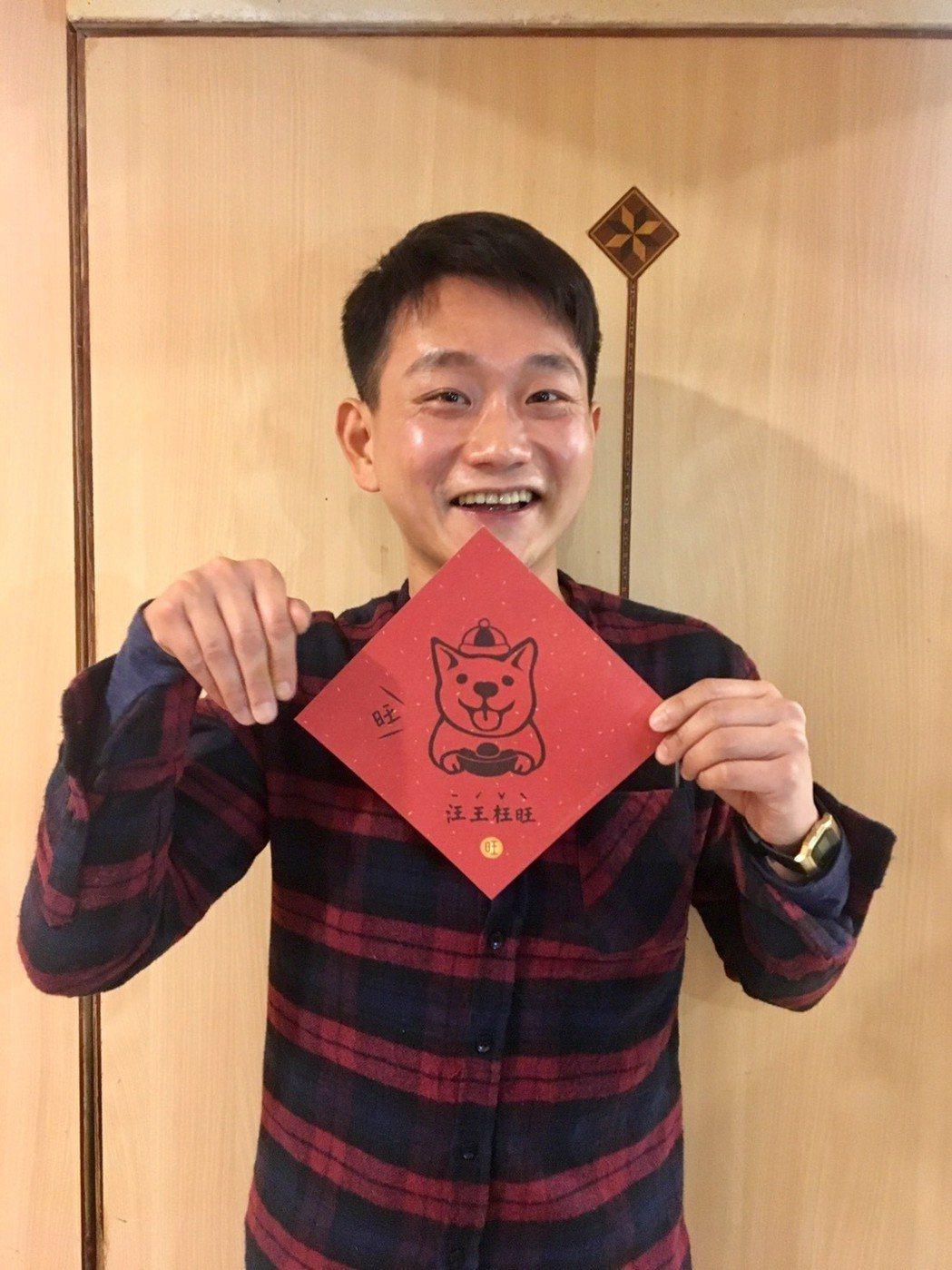 身兼表演老師、演員陳家逵出席「台北歌手」殺青宴,祝大家財運旺。圖/客家台提供