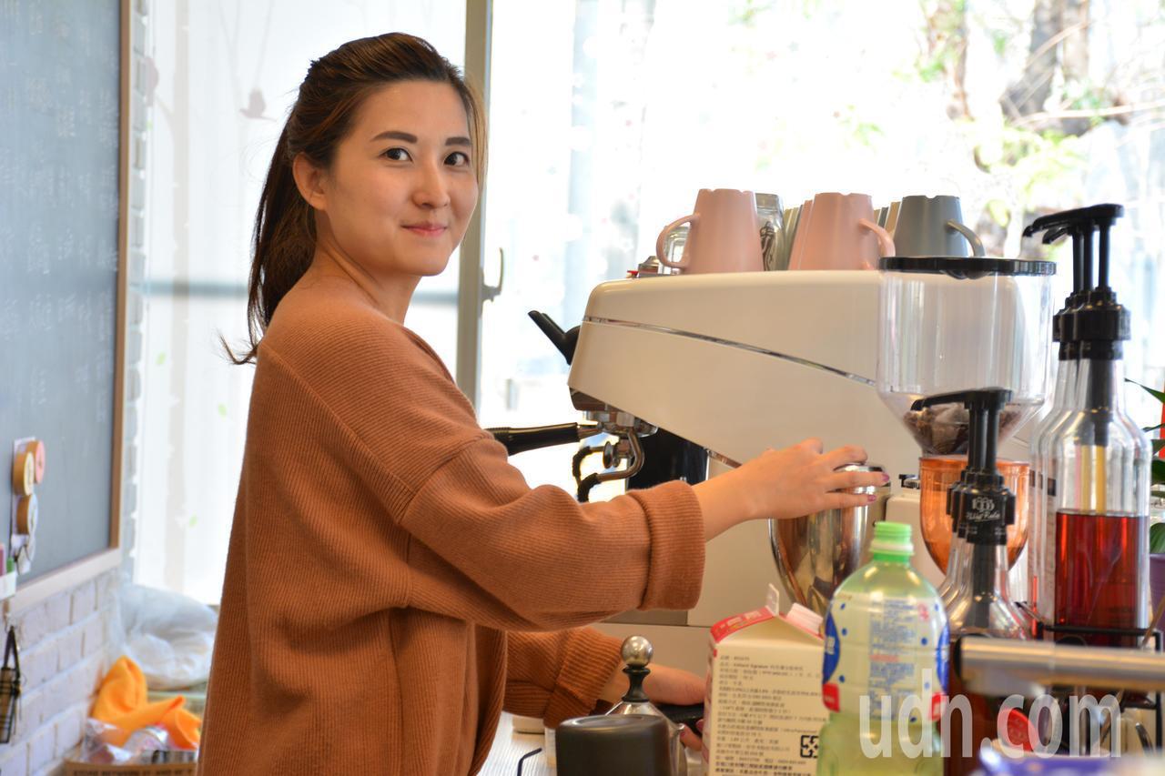 陳韻如在澳洲取得會展管理碩士,在家鄉台南市山上區經營咖啡館圓萝。記者吳淑玲/攝影