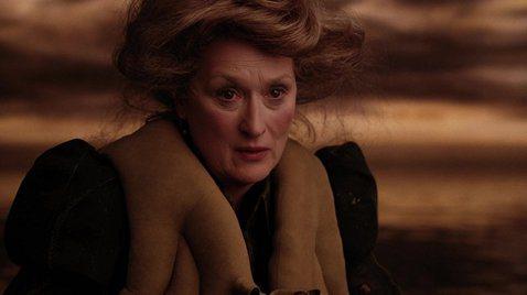在影壇地位德高望重的梅莉史翠普,年年打破奧斯卡演技獎項的入圍紀錄,今年又再以新作「郵報:密戰」獲提名,然而近期她卻被扯進一堆是非之中,每拍戲就被傳不和,幾乎成為問題人物。梅莉史翠普的資深地位,在片場...