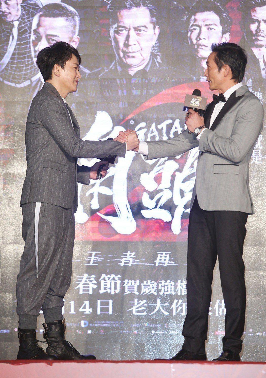 王識賢(左)與鄒兆龍出席電影「角頭2」首映會。記者陳瑞源/攝影