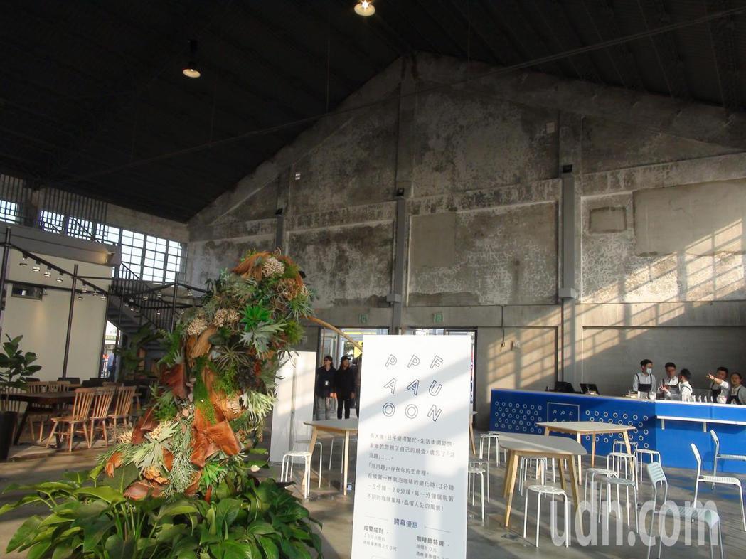 座落在高雄港2號碼頭的棧貳庫,前身為日人於大正3年(1914)在新濱町岸壁興建的...