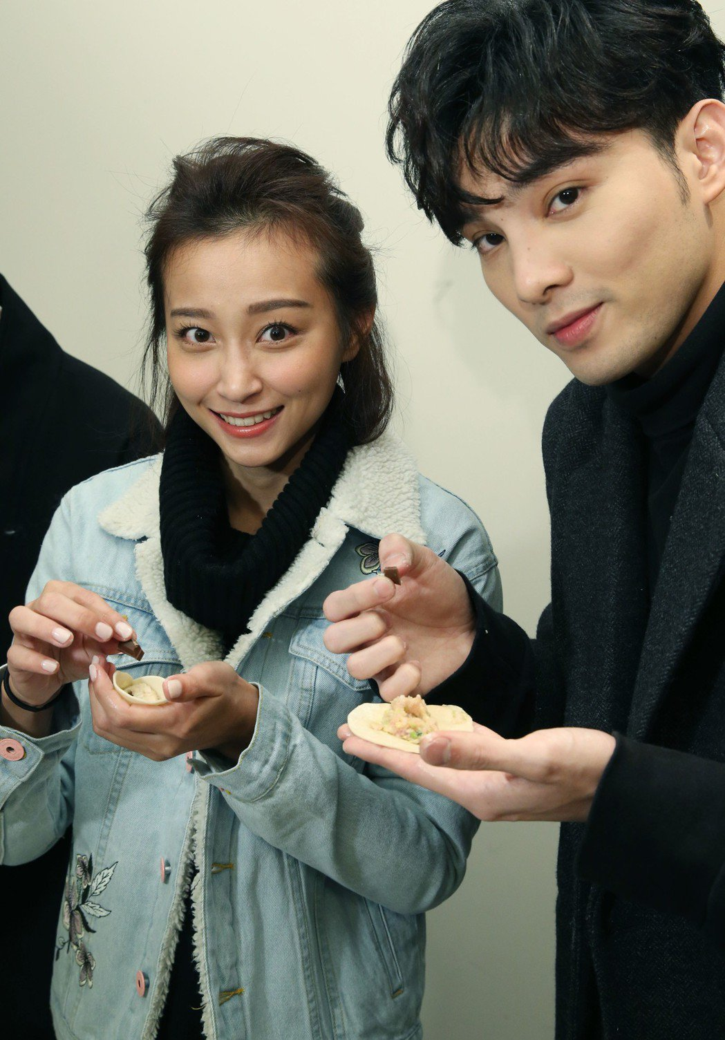 「終極一班5」SpeXial偉晉(右)、文雨非把巧克力包在兩顆水餃內,吃到的人受...