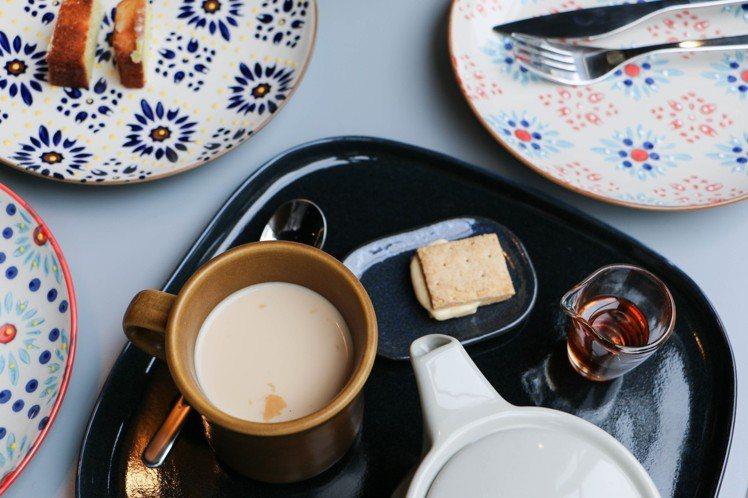鍋煮奶茶香氣濃厚,280元。圖/謝欣倫攝影