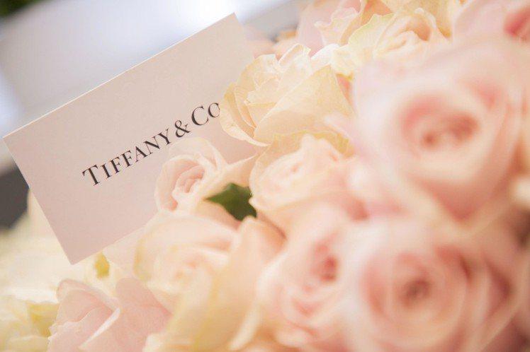 「Tiffany Love」限定花店,凡於Tiffany 專門店內消費不限金額,...