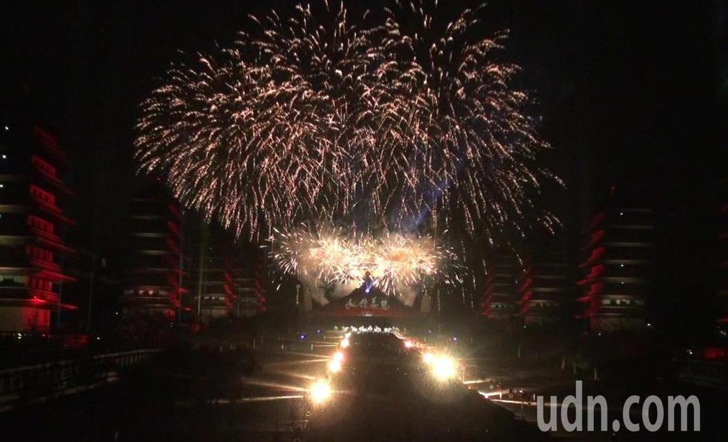 今年光照大千3D光雕秀基於環保,煙火僅施放3分鐘。記者王昭月/攝影