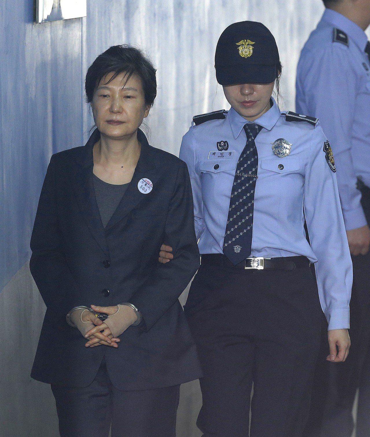 南韓前總統朴槿惠去年出庭模樣憔悴。美聯社
