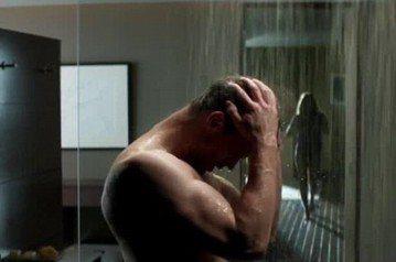 「格雷的五十道陰影:自由」正在全球盛大上映中,雖然影評依舊欠佳,但票房表現亮眼,在台灣與美國都登上冠軍寶座。之前討論最熱烈的話題之一,就是男主角傑米杜南會不會在完結篇中徹底解放、正面全裸?早先有傳片...