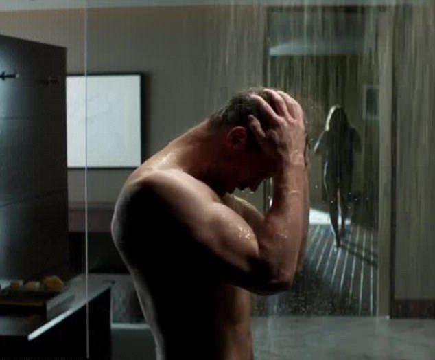 「格雷的五十道陰影:自由」導演表示有拍正面全裸鏡頭但沒剪進正片中。圖/翻攝自Yo