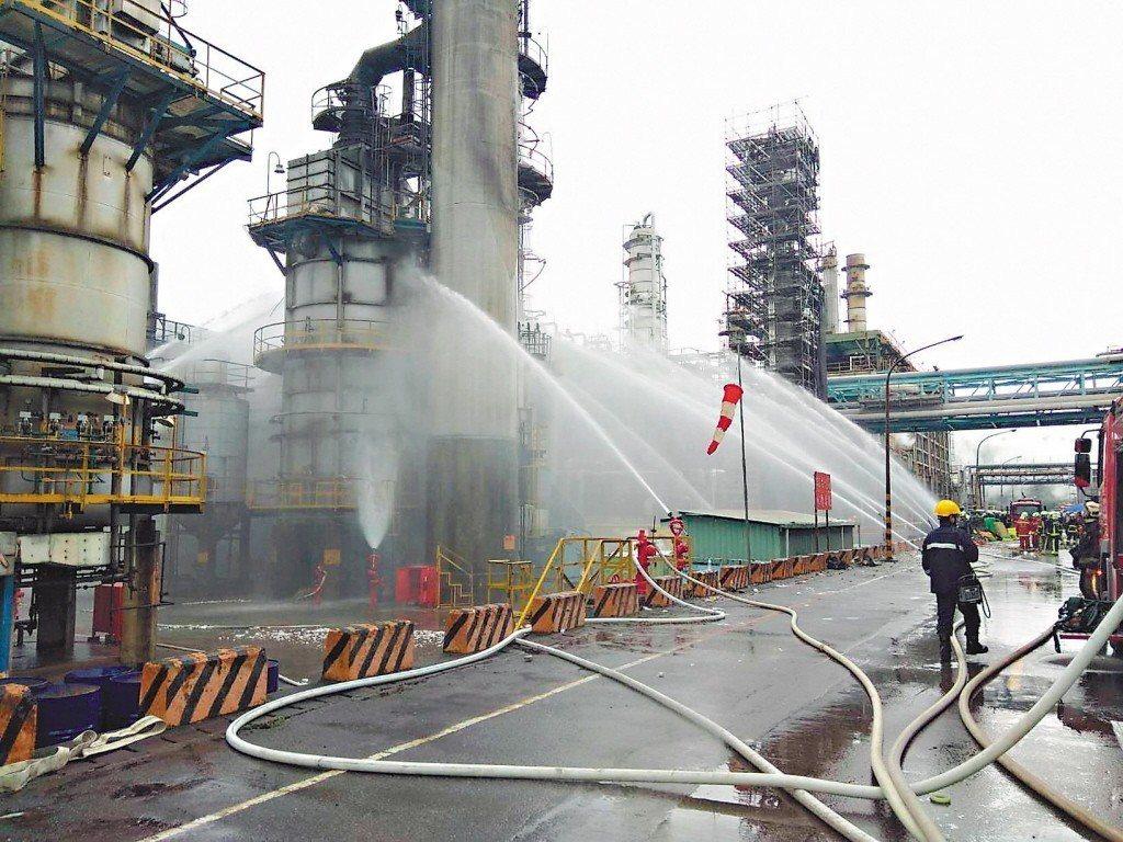 中油昨公布桃園煉油廠火災懲處名單。 圖/桃園環保局提供