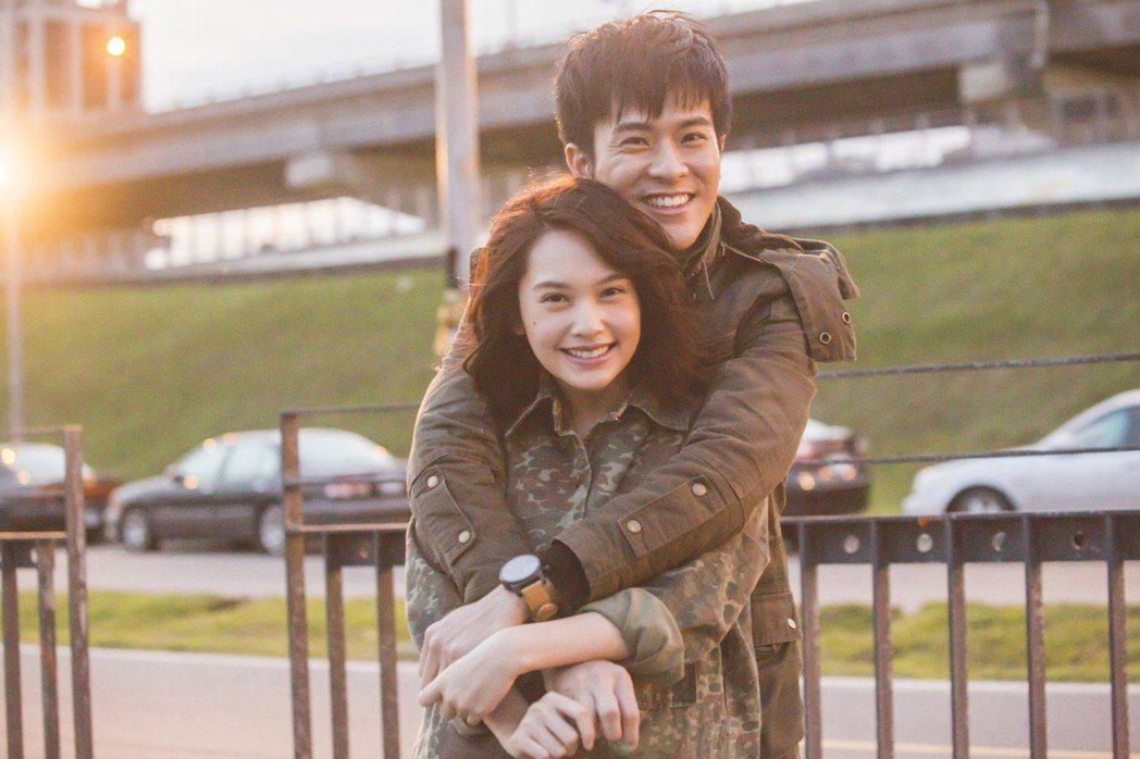 楊丞琳(前)與新人演員顏毓麟搭檔演出「荼蘼」。圖/好風光提供
