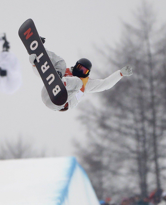 懷特在雪板比賽中就像飛起來一樣。 美聯社
