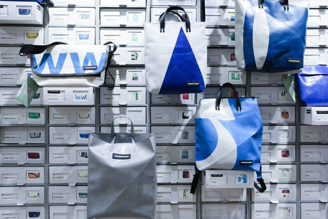 逗點井字商行販售以淘汰廢棄舊卡車帆布再製的帆布包品牌Freitag,每一款包都獨...