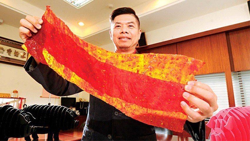 軒記董事長姚琦揚靠著肉乾擺脫貧窮,5年前又斥資2億元打造新廠,並研發出肉乾條等新...