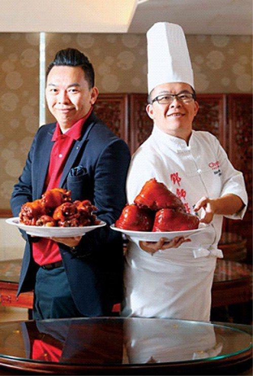 哥哥鄧至廷(右)精通廚藝,弟弟鄧至佑(左)擅長行銷,兄弟把在國外學到的餐飲管理技...
