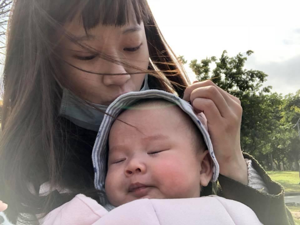方志友曬與寶寶合照。圖/擷自臉書