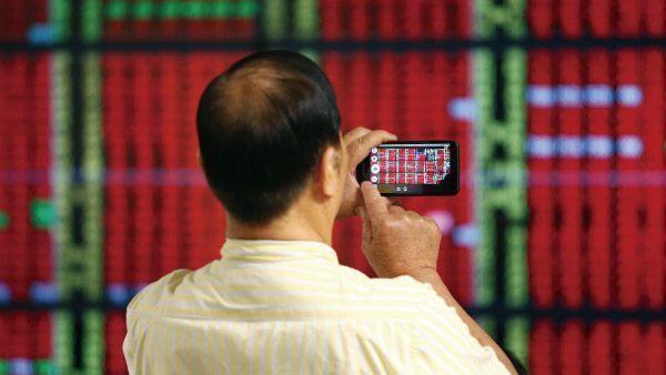 定期定額投資ETF不但可分散進場時點,又可達長期投資的複利增值效果。(本報系資料...