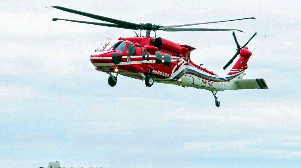 空勤總隊編號NA-706黑鷹直升機5日在蘭嶼機場西方2海里處墜海,機上6人罹難。...