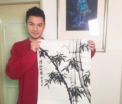 呂金象過年畫竹感謝過去的貴人。  宏威國際/提供