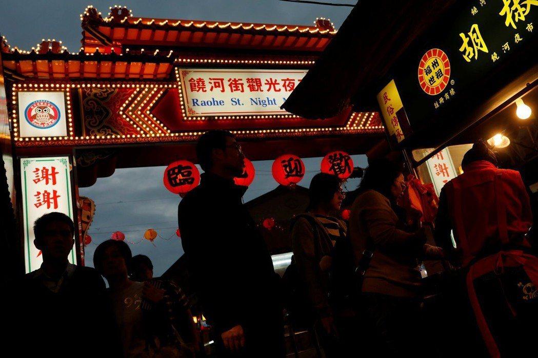 兩岸觀光地點與人潮流動所創造的空間,已然是經過有效舞台管理與設計,以避免中國多數...