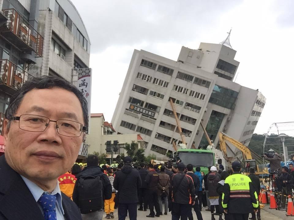 台灣自來水公司董事長郭俊銘上午高興的宣佈,在水公司人員克服各種困難和危險下,昨晚10時已完全恢復花蓮地區的供水。圖/摘自郭俊銘臉書
