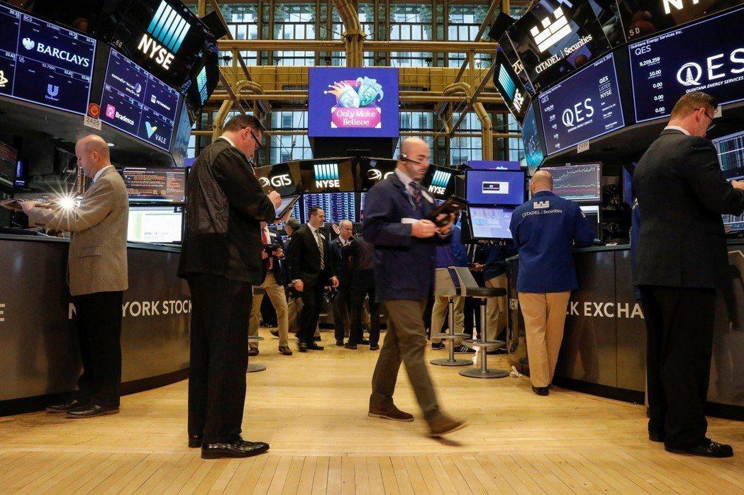 亞馬遜、蘋果股價走高,助標普500指數連三天收高。 路透