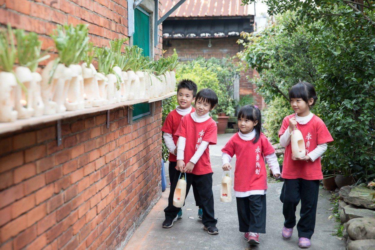 蘆竹湳社區元宵節傳統是提蘿蔔燈。圖/蘆竹湳社區發展協會提供