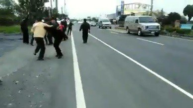 張姓民眾日前在臉書貼文表示:「2月3日,一群民眾攜帶警報發音器,在屏鵝公路枋寮段...