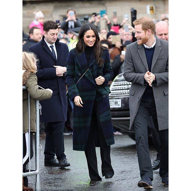 梅根馬克爾與哈利王子訪問愛丁堡,包包詢問度極高。圖/擷取自IG
