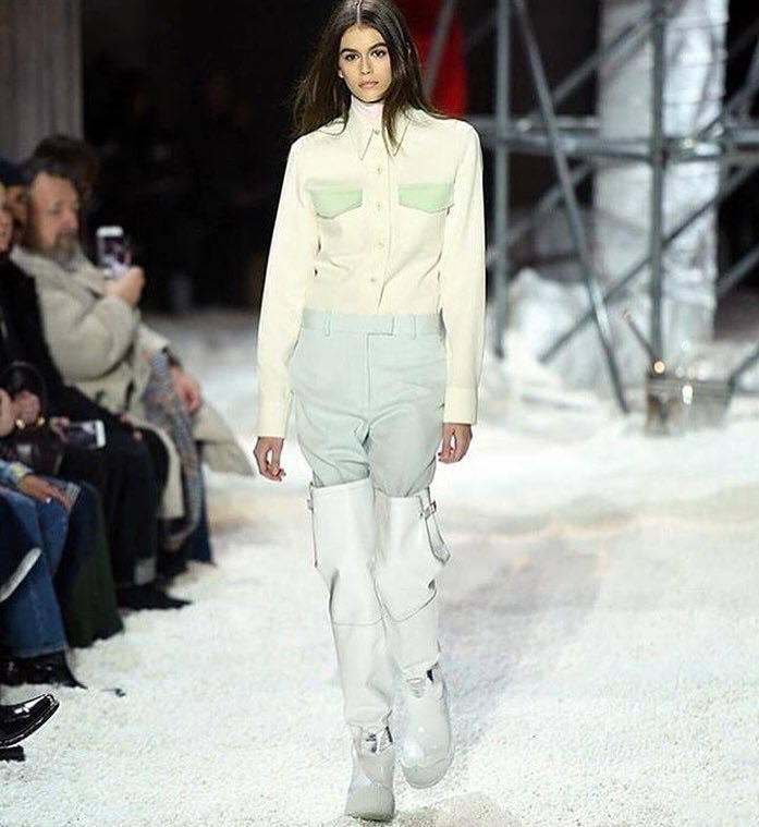 超模Kaia Gerber為Calvin Klein 2018秋冬男女裝走秀。
