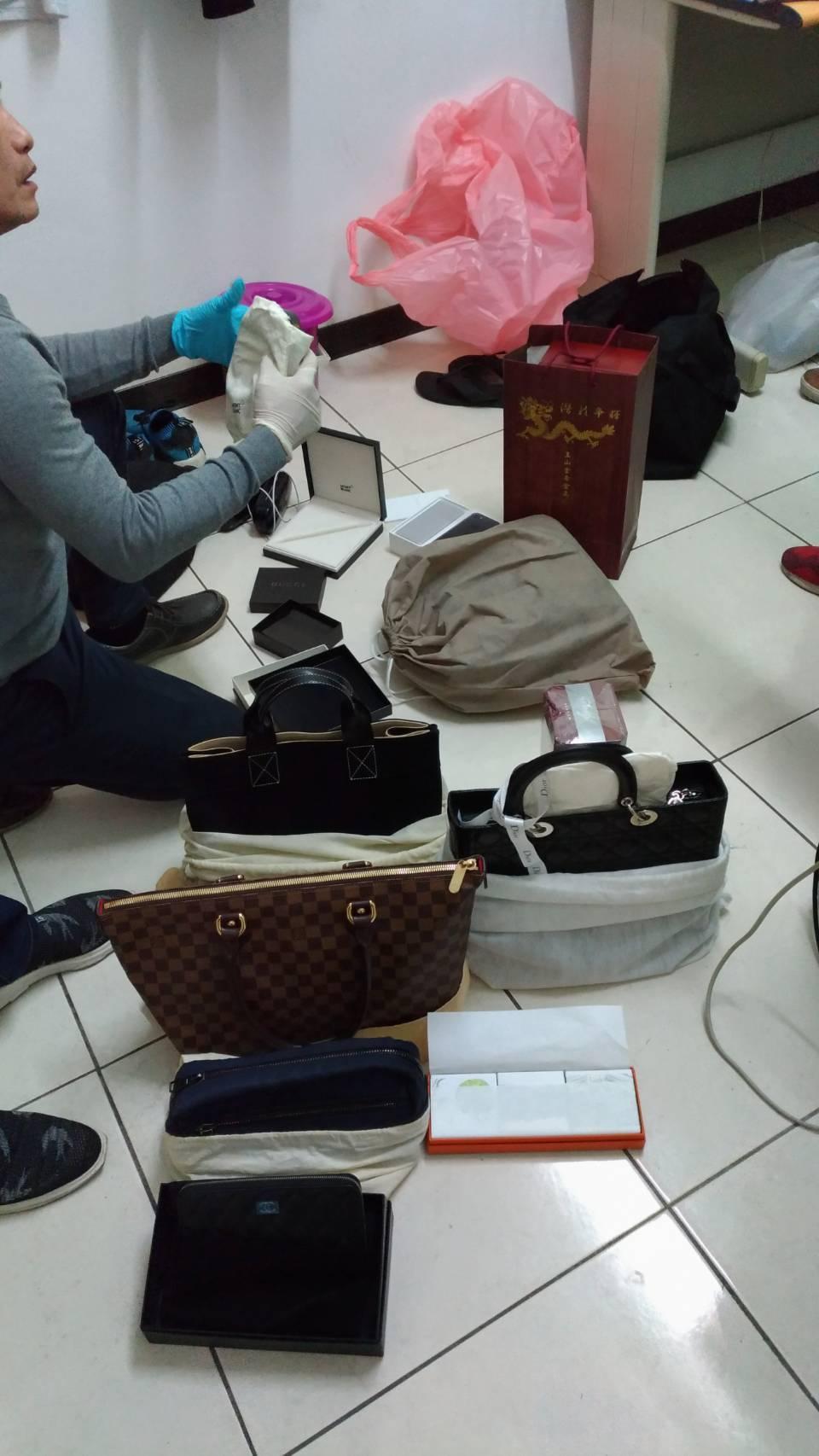 嘉義市議員王美惠服務處今天清晨遭竊,被竊走價值數百萬元的精品、金飾、手表等,警方...